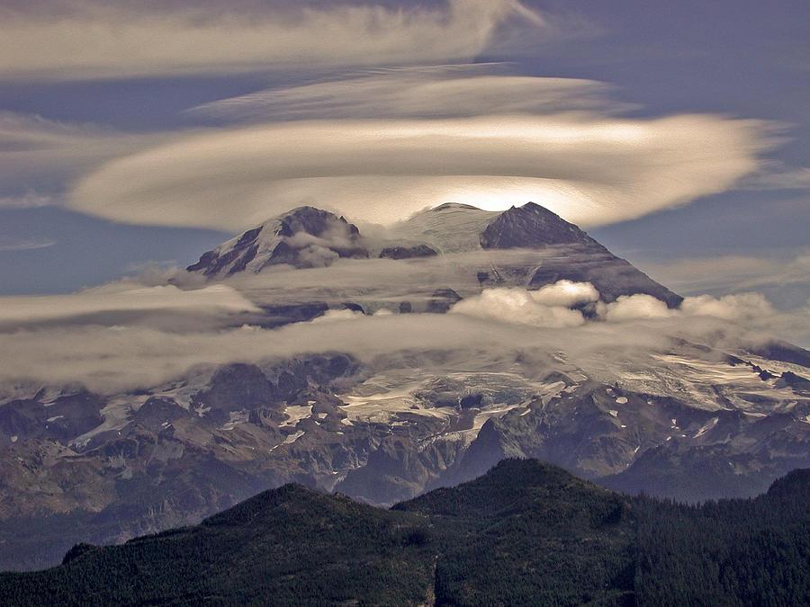 [Image: mount-rainier-lens.jpg]